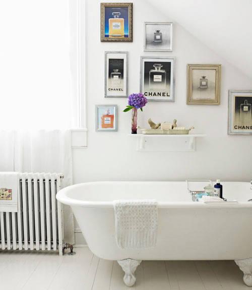 Decorare con le cornici incorniciamoci architettura e - Quadri da mettere in bagno ...