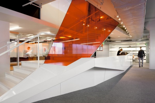 aaaKayak-Startup-Tech-Office-glazed-interiors-in-reflective-orange-white-and-glass-600x400
