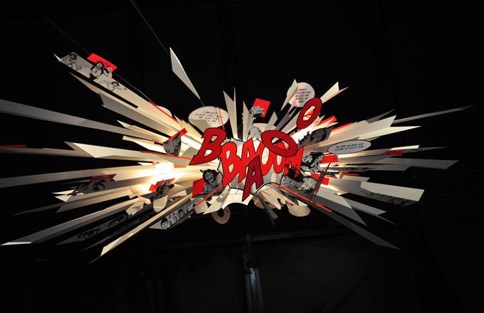 complemeneti lampada Bang Boom E La Lampada scenografica presentato dal progettista tedesco Ingo Maurer a Milano Durante la Design Week 2010