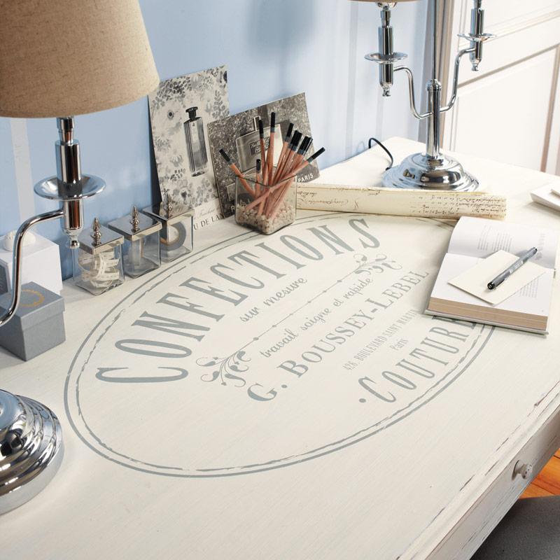 zstudio Caratteri Serif ed eleganti per gli elementi della collezione Confection che si ispira ai marchi delle collezioni classiche di Haute Couture