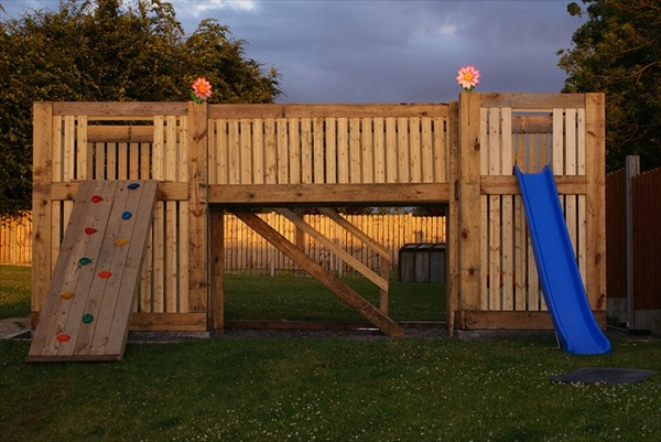 esterni giochi kids-pallet-playhouse-4