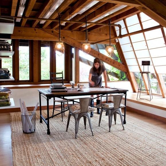 interno tappeto loft industrial risaldato da legno e juta