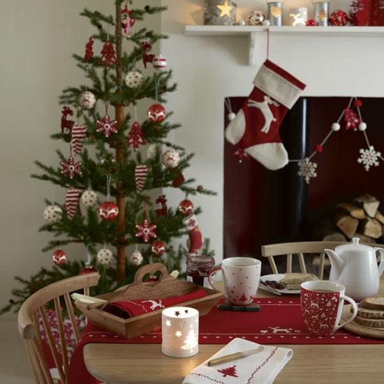 scandi-dining-room-christmas-christmas-decorating-ideas-john-lewis-image-roomenvy