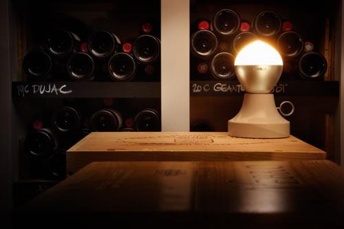 zluci-collezione-alessiluxla-fiamma-lumiere-progettata-da-giovanni-alessi-anghini-e-gabriele-chiave-da-la-sensazione-di-quelle-vecchie-candele-con-la-si%c2%bcua-lampadina-incandescente