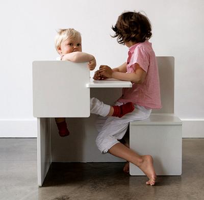 .bimbi chil child chair un simpatico e dolcissimo progetto della designer marrtje steenkamp struttura che combina tavolo e due sedute di diverse altezze