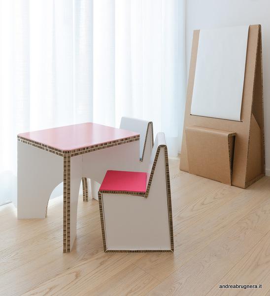 .bimbi paris table tavolo in cartone alveolare disegnato da andrea bugnera piano con rivestimento in linoleum plastica o gomma riciclata