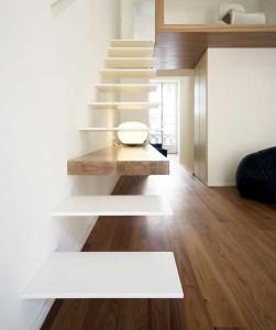 .integrata nei gradini della scala