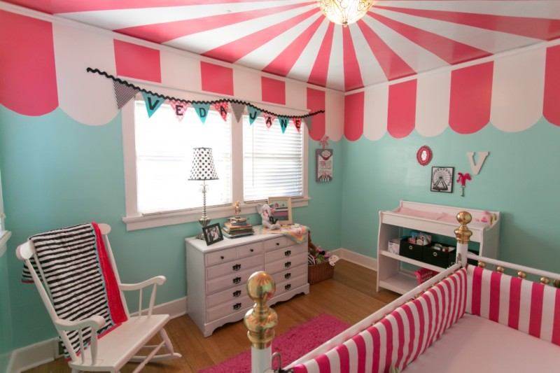 Unusual-And-Bright-Circus-Ceiling-In-Childs-Room-1