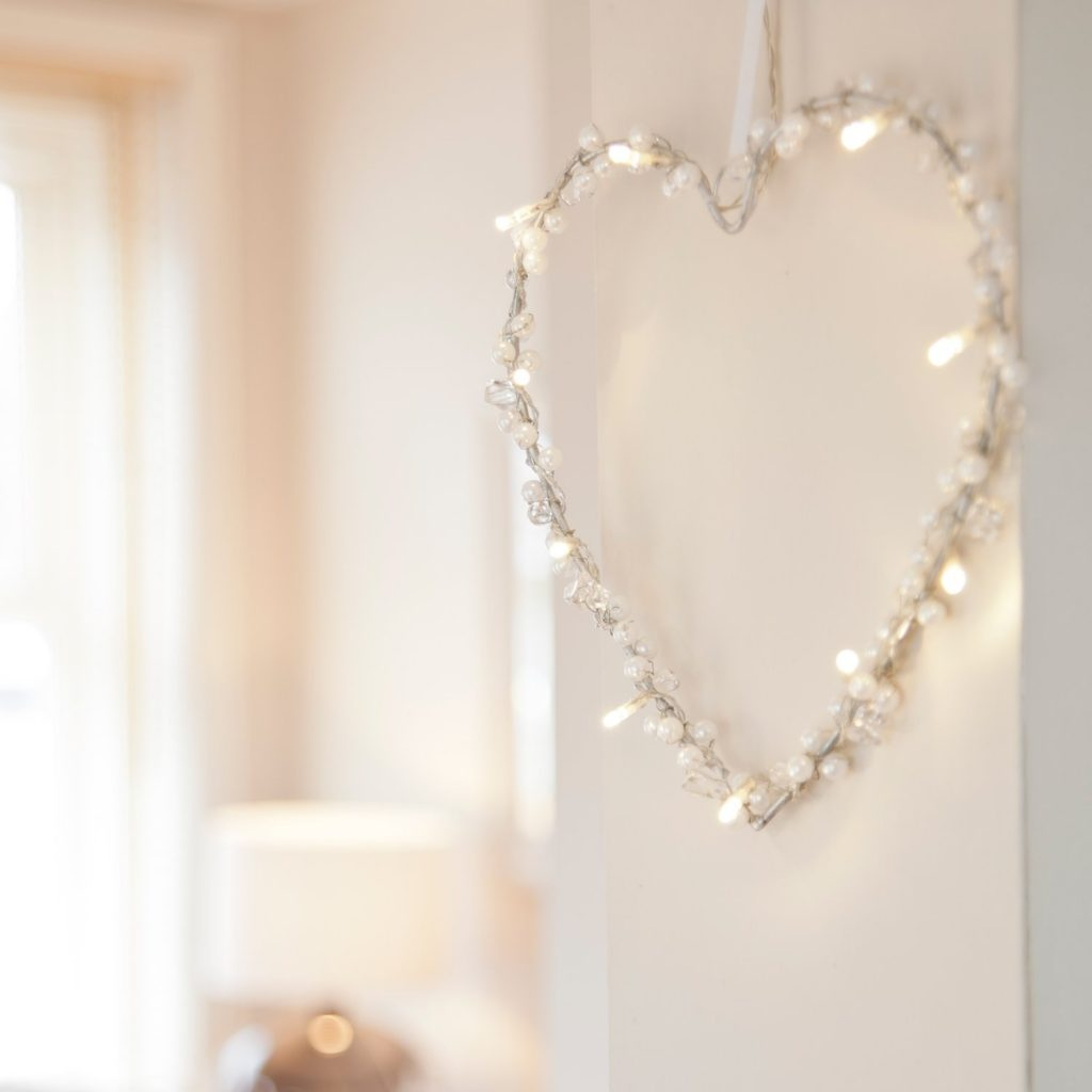 .amazon Ghirlanda a forma di cuore con 10 luci LED bianco caldo di Lights4fun