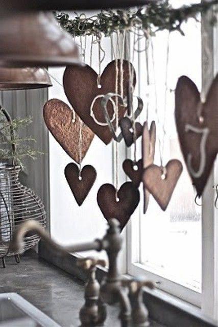 cuori biscotti-a-forma-di-cuore-alla-finestra