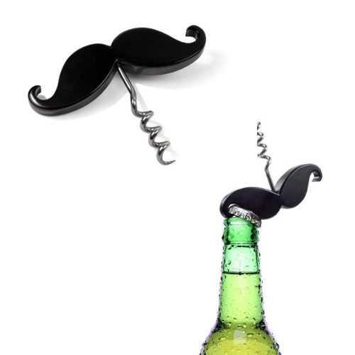 zcucina Handlebar Mustache, del designer Steve Buss, è si un cavatappi, ma a forma di baffi prodott dall'azienda a mericana fred & friends