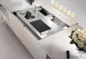 Eurocucina-2014 Brummel presenta un elegantissmo progetto in cristallo retrolaccato biancolatte