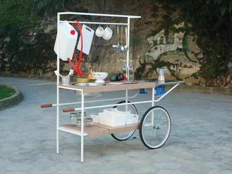 fuorisalone Il collettivo di designer MoMAng torna a Milano con Q-cina, la cucina mobile su ruote progettata per lo street-food ed eventi urbani. I