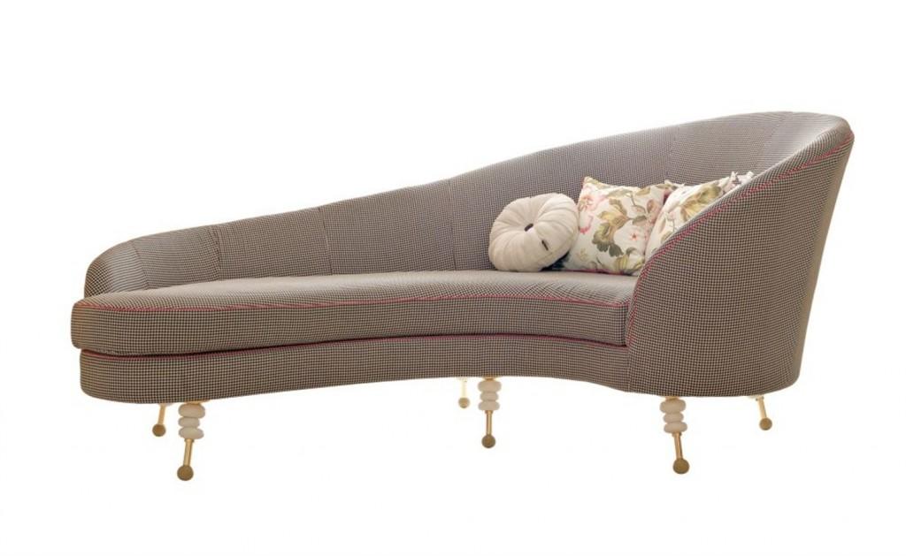 salone anche qui arriva la vintage mania con la chaiselngue hollywood di altamoda italia che riporta alle atmosfere glamour degli anni 50