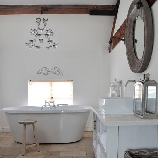 zinterno la differenza la fanno le ali le candele e lo sgabello. certo la vasca non è poco!