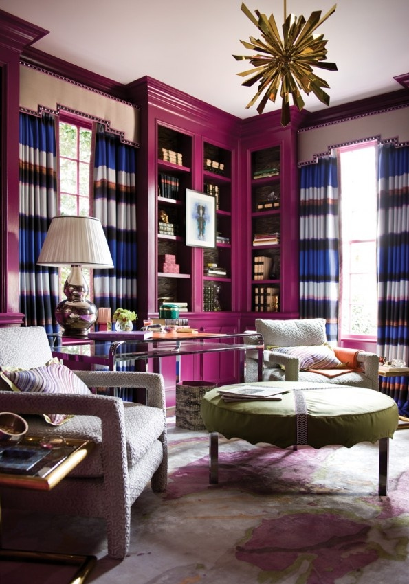 interno magenta-shelves-living-room