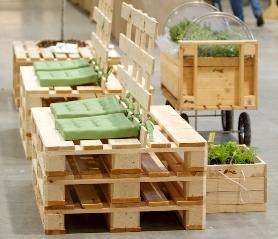 Pallets da esterni architettura e design a roma for Arredamento da giardino con bancali