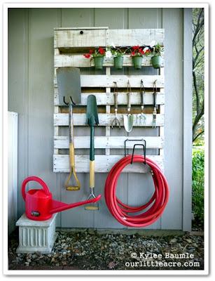 piante Vecchio-pallet-per-appendere-i-vostri-attrezzi-da-giardino