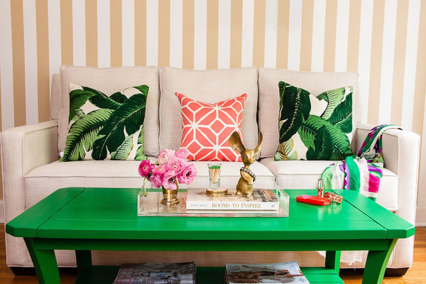 decorating-ideas-green-living-room-a-coffee-table-green-dkokissen-palm-frond-pattern