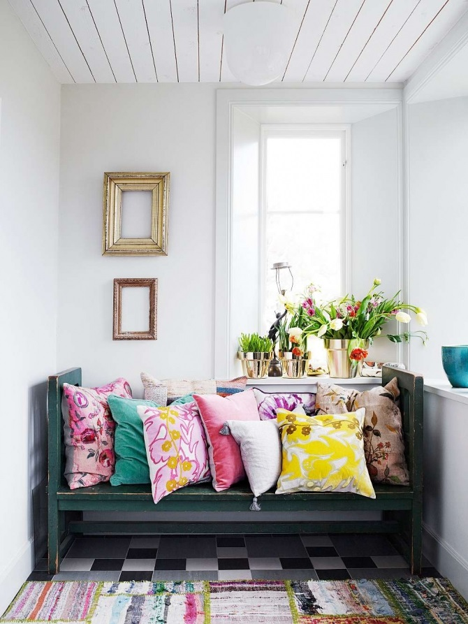 cuscini2 ideas-add-some-colorful-pillows-and-flowers