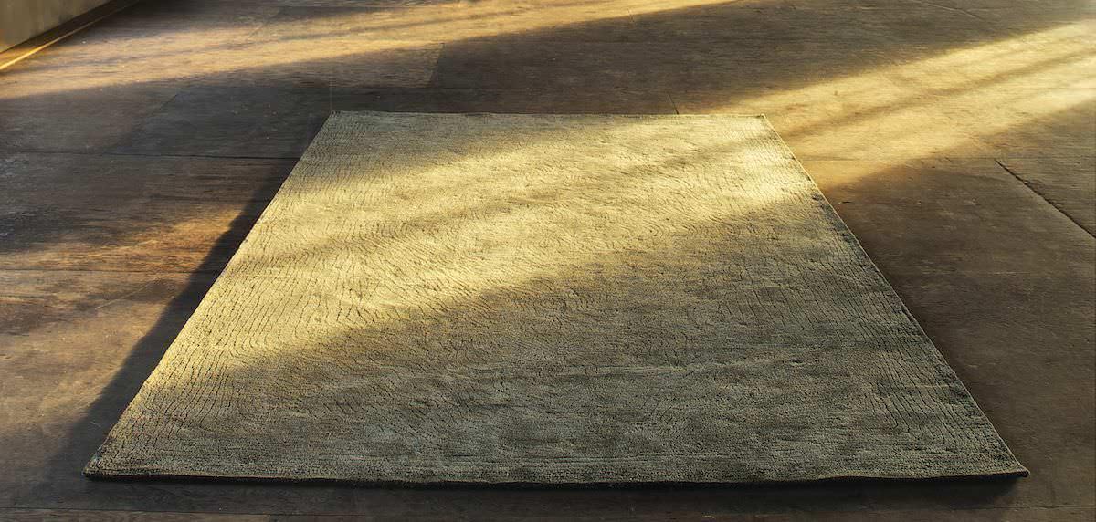 design6 nome PERSICA trae ispirazione dai tappeti persiani e il loro tradizionale disegno che Christian Fischbacher ripropone per creare in lino una moderna interpretazione