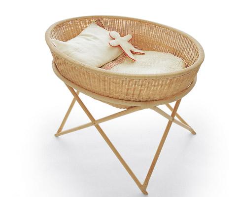 tradizione5 La culla Cradle 1 è in midollino intrecciato a mano. La cesta è asportabile e trasportabile