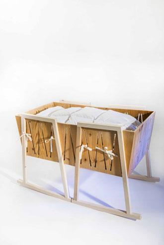 trasformabile1 concorso cullami culla reallizzata con due sedie a dondolo cradle rocker