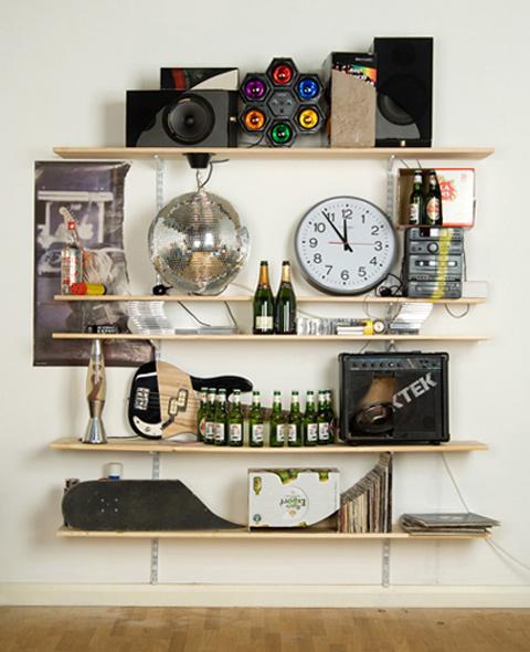 """""""pazze"""" librerie formato cranio fatte da James Hopkins che ne ha realizzate diverse utilizzando vari oggetti di uso quotidiano"""