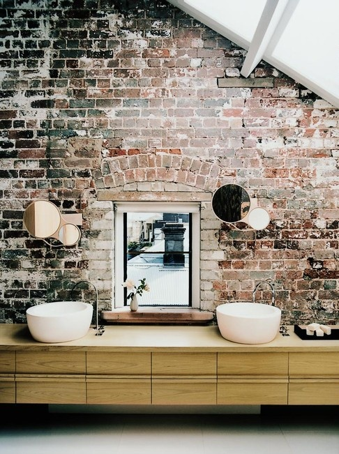 muro vero bagno stylish-bathrooms-with-brick-walls-and-ceilings-3