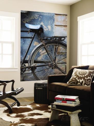 parete wall april-maciborka-bicicletta-appoggiata-a-una-parete-dipinta