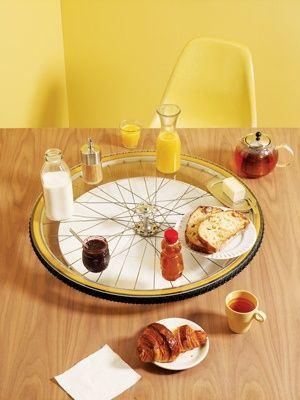 ruota portaoggetti-da-tavola-con-ruota-di-bicicletta-riciclata-bike-wheel-for-table