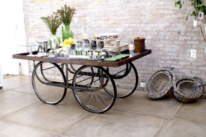 ruote Fancy-Traditional-Mobile-Table-from-Upcycled-Bicycle-Parts