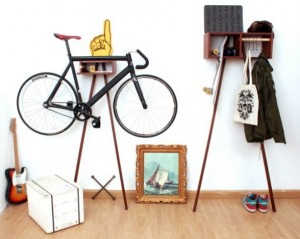 supporto Bike Rack and Wardrobe dello studio di Colonia, Jung Dynamisch Sylt del duo Henning Thomas e Thomas Erven