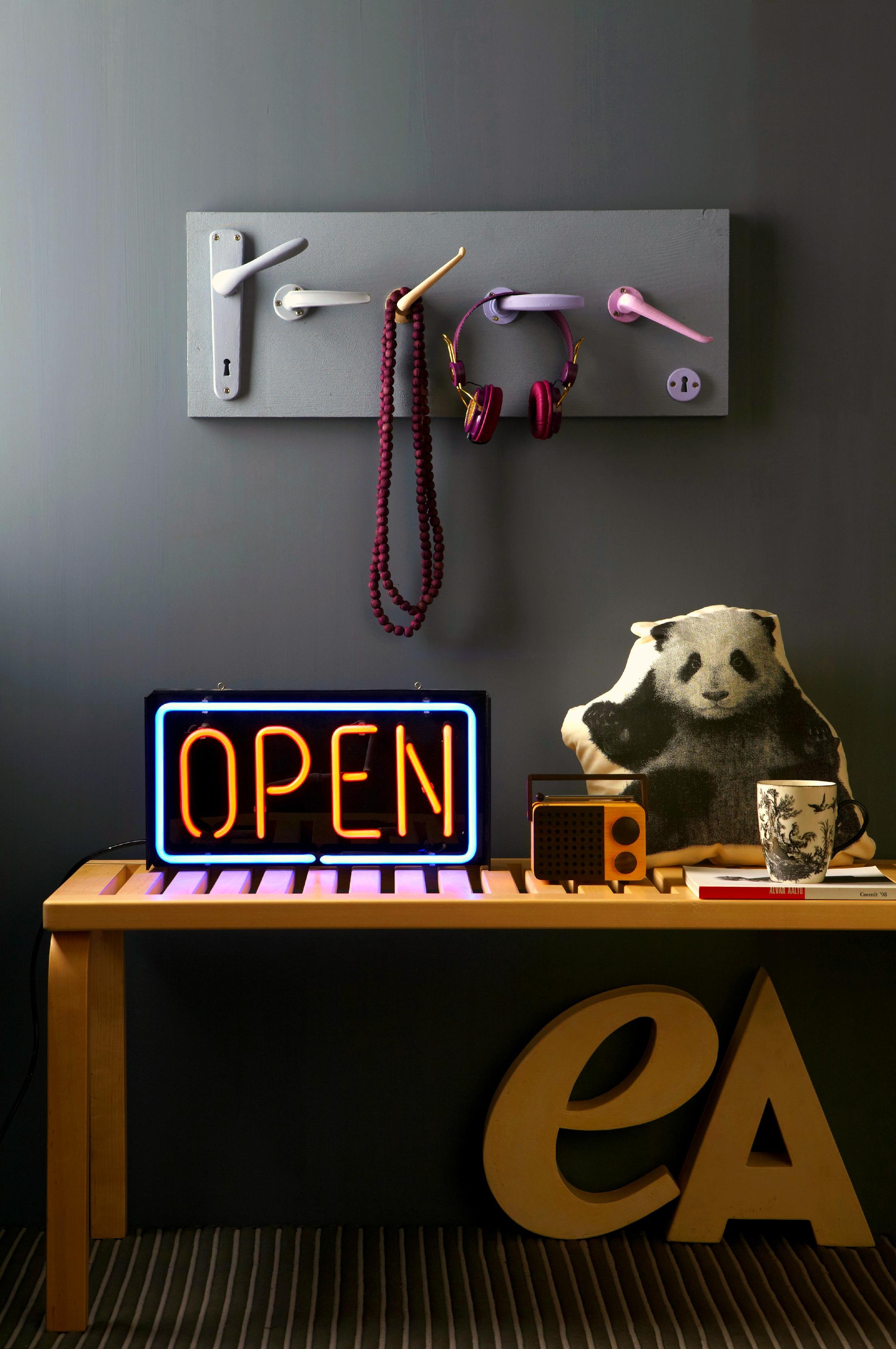 35 idee per realizzare un attaccapanni fai da te - Attaccapanni a muro design ...