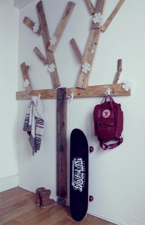 35 idee per realizzare un attaccapanni fai da te for Appendiabiti parete