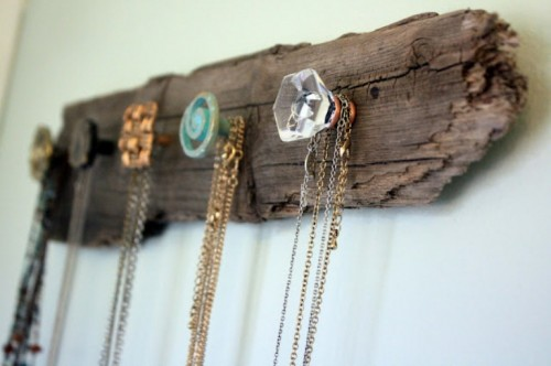 39diy-wooden-necklace-holder-1-500x332