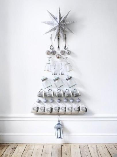 albero-di-natale-da-parete-con-oggetti