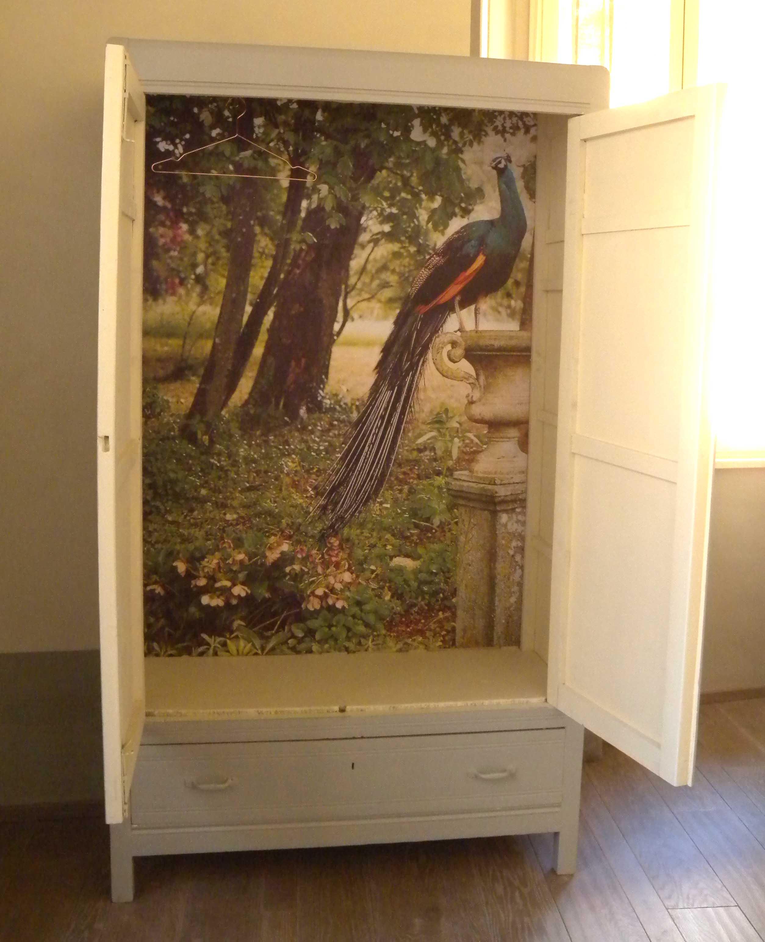 8 modi per rinnovare il tuo armadio architettura e design a roma - Carta adesiva colorata per mobili ...