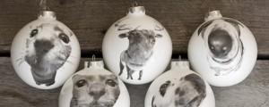 design realizzate in fine bone china porcellana e dipinte a mano dall'artista giapponese trapiantata a Londra che ha collaborato per le palline con l'artista Hin