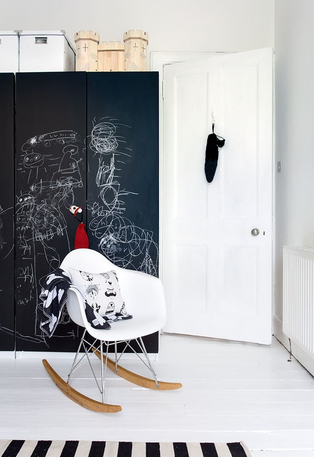 lavagna kids-room.-chalkboard-wardrobe-doors