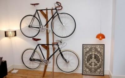 zsupporto in legno d'acacia o di ontano tiene appesa la nostra bici al muro, senza viti e senza bisogno di trapanare il muro + minimensola svuotatsche