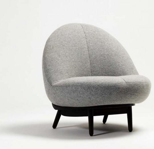 25La poltrona è realizzata in lana e legno, creata dal design coreano Kim Bora