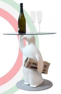 pinguino d'un cameriere simpatico tavolino di www.mmdesignlab