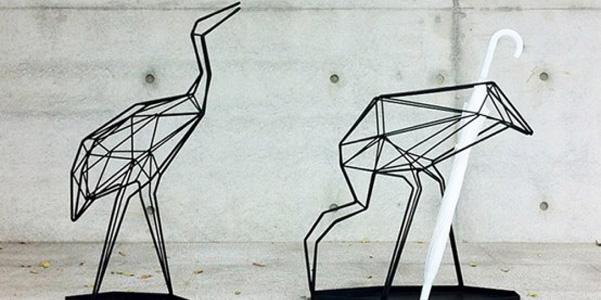 Fanno pensare a dei moderni origami i portaombrelli di Libertè design studio