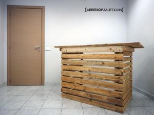 ...banko panda Leggero e maneggevole, desk ideale per stand da fiera,  recepition aziendali e uffici.