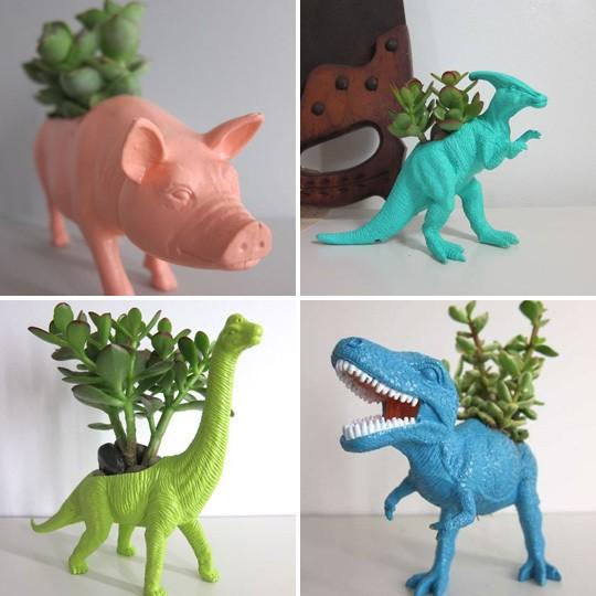 fai da te I vecchi dinosauri con cui i vostri bimbi giocavano a Jurassic Park possono diventare originalissimi vasi per le piante
