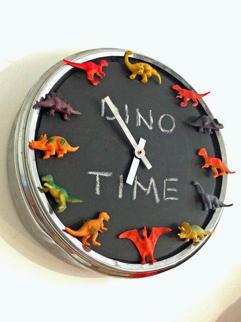 fai da te orologio ikea pugg+pittyra lavagna + mini dinosauri
