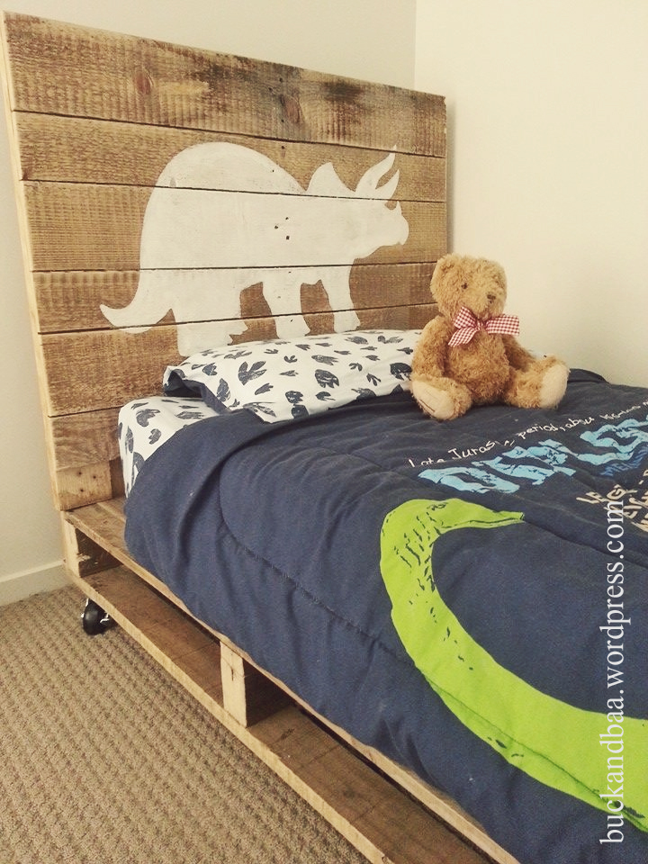 letto dinosaur-pallet-bed