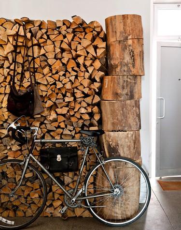 parete legna bici