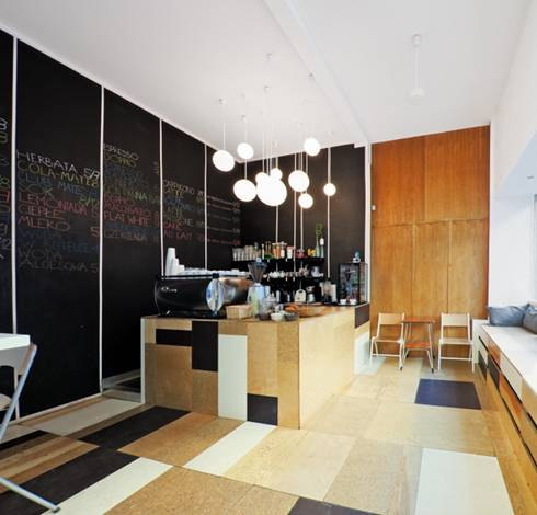 rivestiro rimattonelle Relaks Café. Café e officina per biciclette a Varsavia
